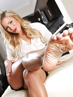 MILF Feet Pics