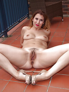 Hairy MILF Pussy Pics
