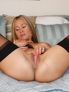Nackt hot wife rio Hot Wife